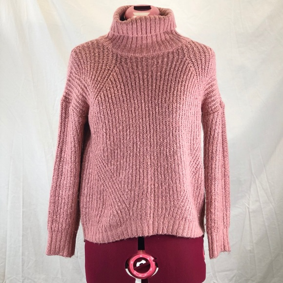 ⭐️ 5/$30 Pink turtleneck sweater